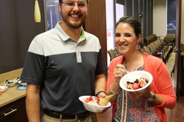 employees-eating-dessert